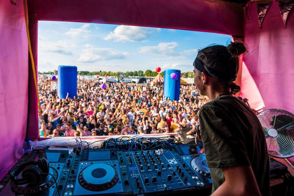 DJ Riley (15) tekent platencontract bij Xzata Music