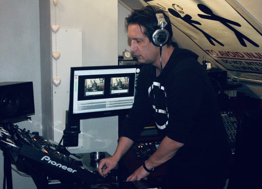 Xzatic Live At Radio Hitec